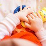 Основите на краснописа се поставят в бебешка възраст